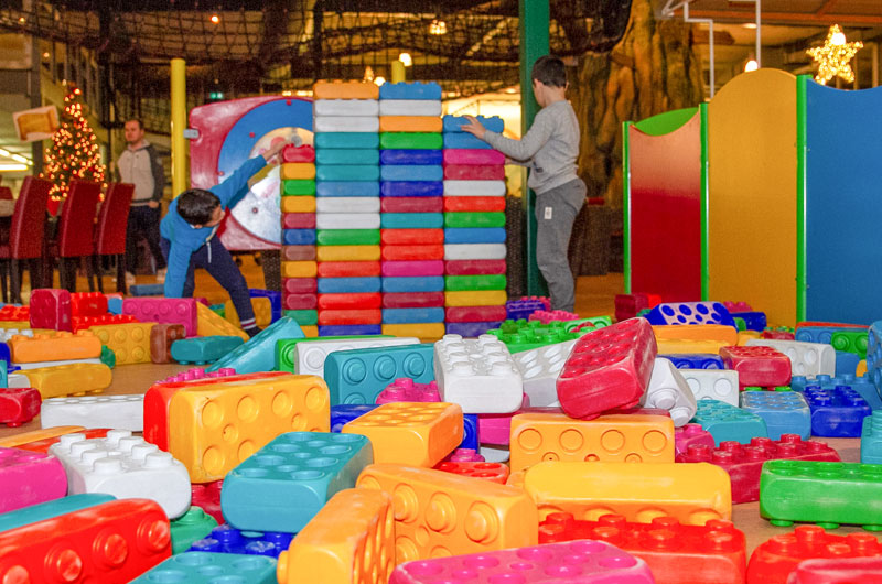Indoorspielplatz mit Lego Steine