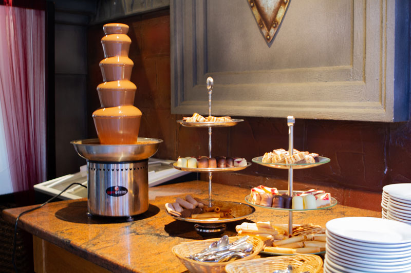 Schokolade fontaine mit Süßigkeiten