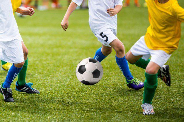 draußen Fußball spielen